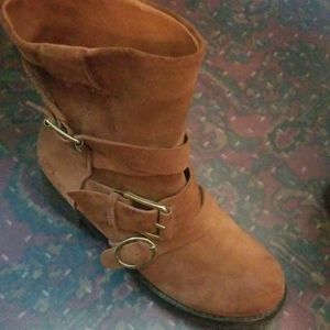 LUCKY ankle boots